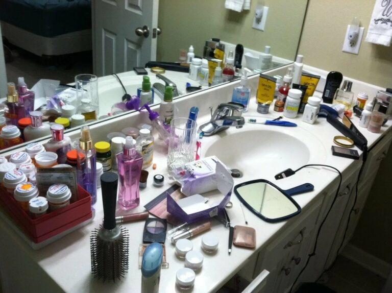 беспорядок в ванной комнате
